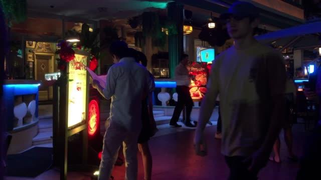vídeos y material grabado en eventos de stock de tourists visiting nasa space center - exposición
