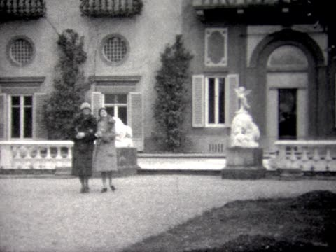 1929 tourists visiting palaces in venice - palace video stock e b–roll