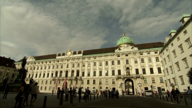 Tourists walk around a courtyard in Vienna. Available in HD.
