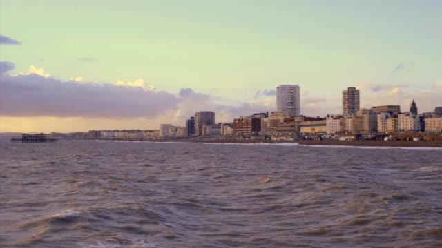観光客には、ビーチウォーク近くの桟橋ブレアズヴィル - ブライトン パレスピア点の映像素材/bロール