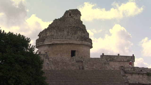 la ws tourists walking atop el caracol observatory at ancient mayan site chichen itza / yucatan, mexico  - chichen itza stock videos and b-roll footage