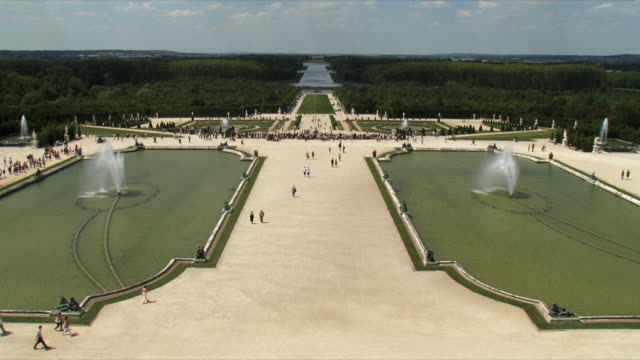 ws tourists walking in garden / versailles, ile de france, france - chateau de versailles stock videos and b-roll footage