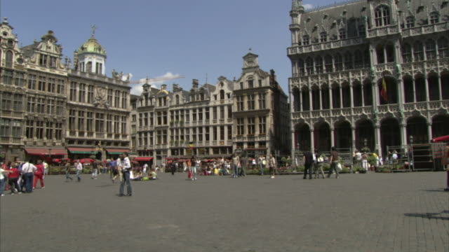 WS PAN Tourists walking in Grand Place / Brussels, Belgium