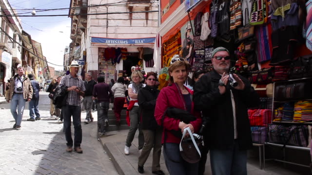tourists walking in the street / la paz bolivia - la paz region la paz stock-videos und b-roll-filmmaterial