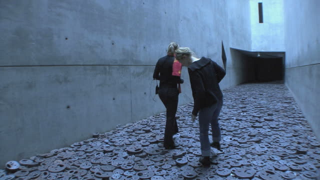 ws tourists walking on sculpture by artist menachem kadishman, fallen leaves, in berlin jewish museum, berlin, germany - genocide stock videos & royalty-free footage