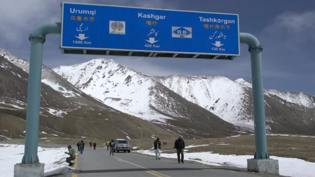 tourists walking towards the he highest paved international border crossing in the world, between pakistan and china at khunjerab pass - china east asia stock videos & royalty-free footage