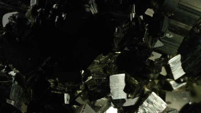 stockvideo's en b-roll-footage met tourmaline - steen rots