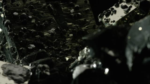 vídeos de stock e filmes b-roll de tourmaline - gema semipreciosa