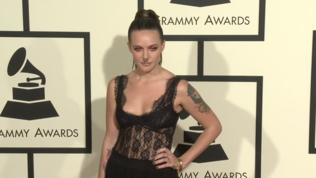 stockvideo's en b-roll-footage met tove lo at 58th annual grammy awards® arrivals at staples center on february 15 2016 in los angeles california - 58e grammy awards