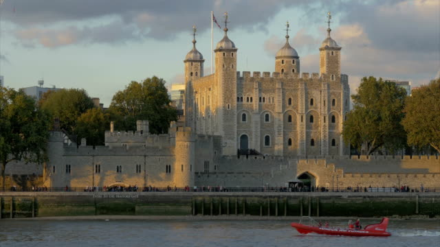 tow-5a - tower of london stock videos & royalty-free footage