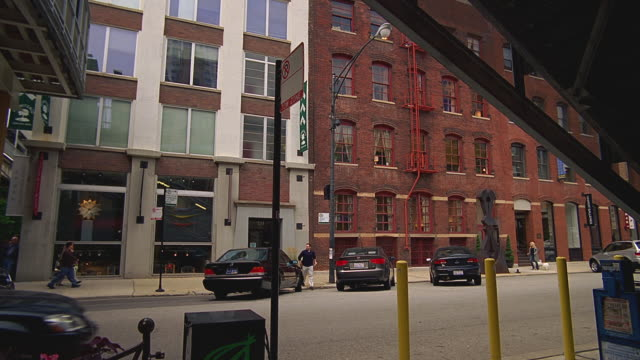 zi toward an old red-brick office building / chicago, illinois - brick stock videos & royalty-free footage