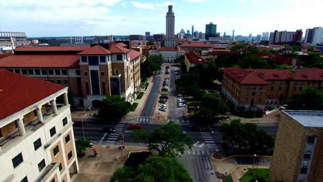 stockvideo's en b-roll-footage met ut toren in austin texas hoofdstad steden university of texas in 4k - capital cities