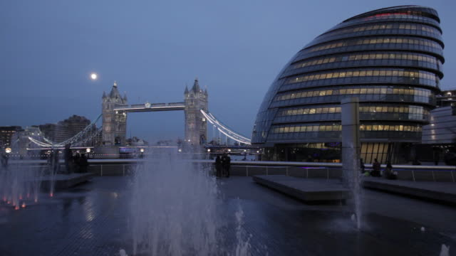 tower bridge and city hall and fountains at dusk, southwark, england, uk - gla building stock videos & royalty-free footage