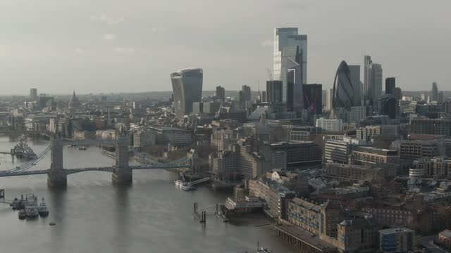 tower bridge and financial district skyscrapers - 1 minute or greater stock videos & royalty-free footage