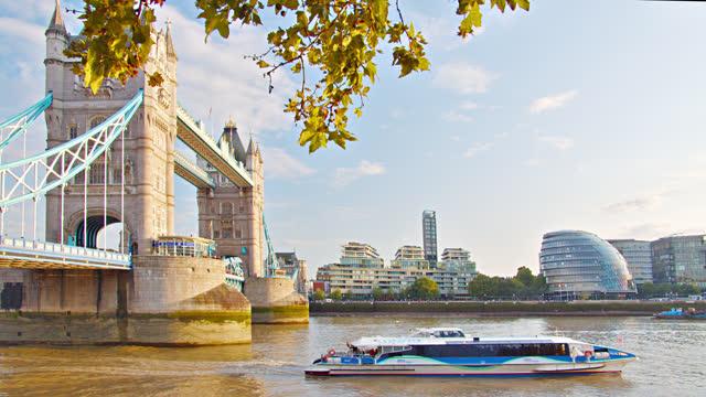 tower bridge. boat. london - tower bridge stock videos & royalty-free footage