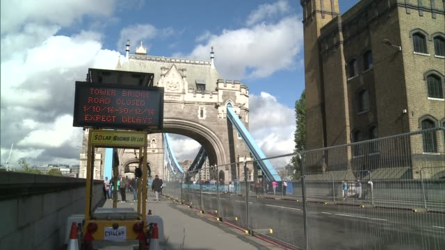 tower bridge closed to traffic for maintenance work; england: london: ext various of the road over tower bridge closed off for repair work and... - road closed englisches verkehrsschild stock-videos und b-roll-filmmaterial