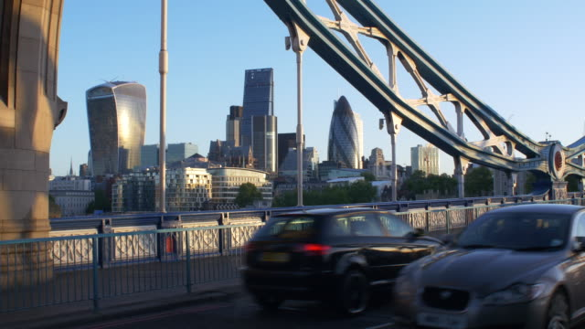 tower bridge early morning traffic.4k. - audio available stock videos & royalty-free footage