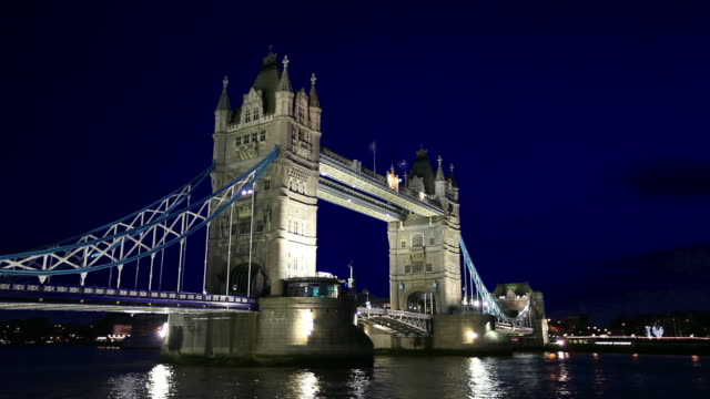 HD: Tower Bridge in London at night