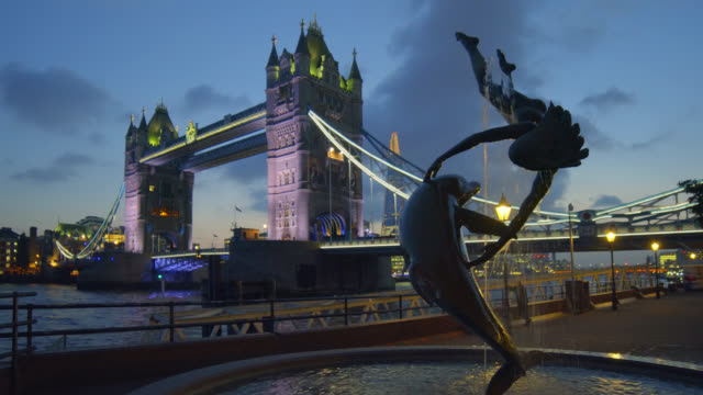 tower bridge in london at sunset. - tower bridge stock videos & royalty-free footage
