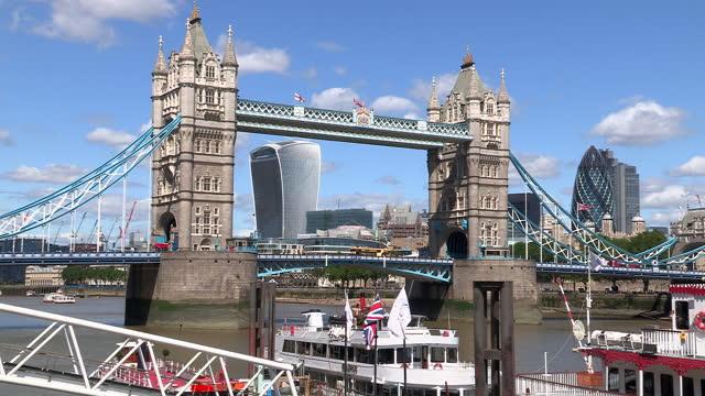 tower bridge in london - double decker bus stock videos & royalty-free footage