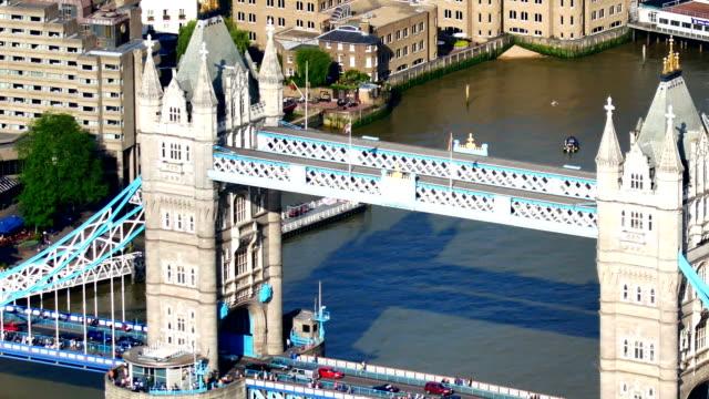 Tower Bridge, Londres, Angleterre en été
