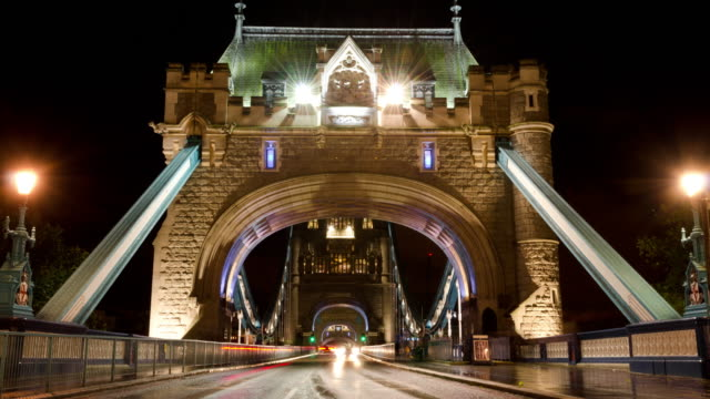 tower bridge london traffic night time lapse - city of westminster london stock videos & royalty-free footage