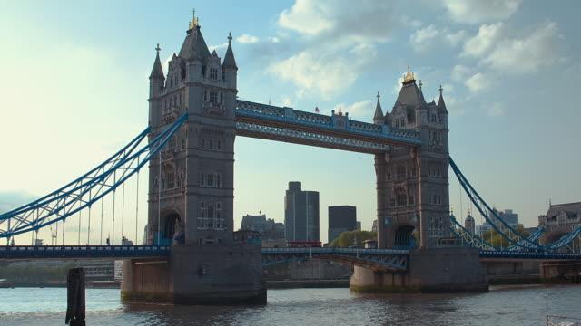 t/l ws zo tower bridge / london, united kingdom - 跳開橋点の映像素材/bロール