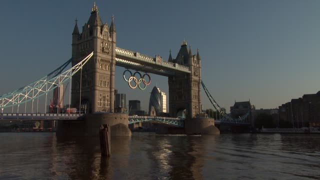 tower bridge olympic london general views on july 21 2012 in london england - 2012年ロンドン夏季オリンピック点の映像素材/bロール