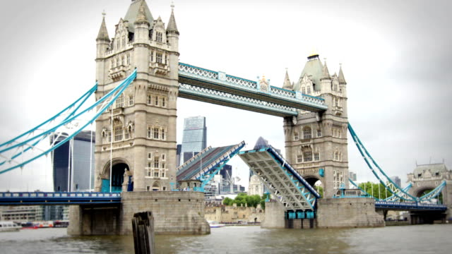 tower bridge opening and closing, london - london bridge england stock videos & royalty-free footage