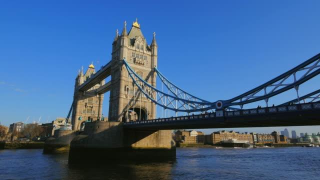 tower bridge over thames river, london, england, great britain, united kingdom - 跳開橋点の映像素材/bロール