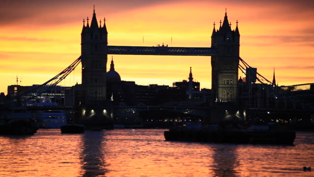 tower bridge silhouette at sunset, hd video - tower of london stock videos and b-roll footage