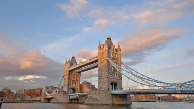 tower bridge sunset time-lapse london - tower bridge stock videos & royalty-free footage