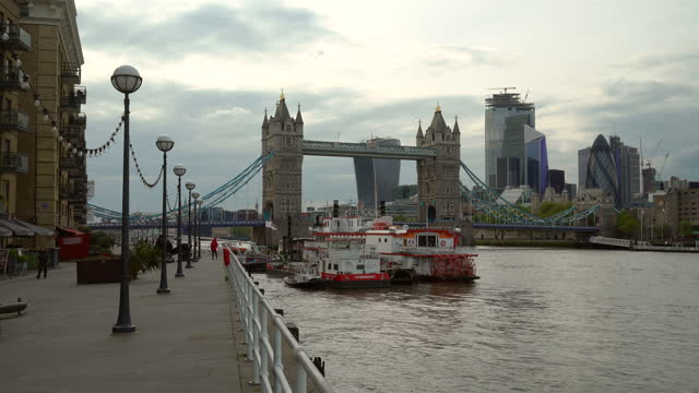 tower bridge with riverside district in london, realtime - promenade stock videos & royalty-free footage