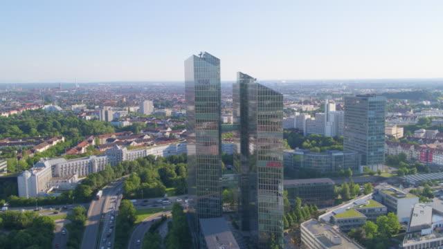 ibm tower münchen hinflug - fensterfront stock-videos und b-roll-filmmaterial