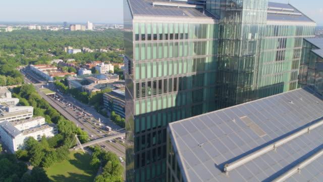 ibm tower münchen naher vorbeiflug 03 - fönsterrad bildbanksvideor och videomaterial från bakom kulisserna