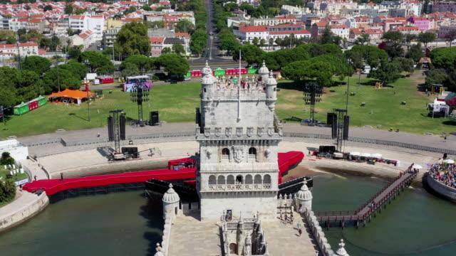 vídeos y material grabado en eventos de stock de tower of belem (torre de belem) / lisbon, portugal - torre estructura de edificio