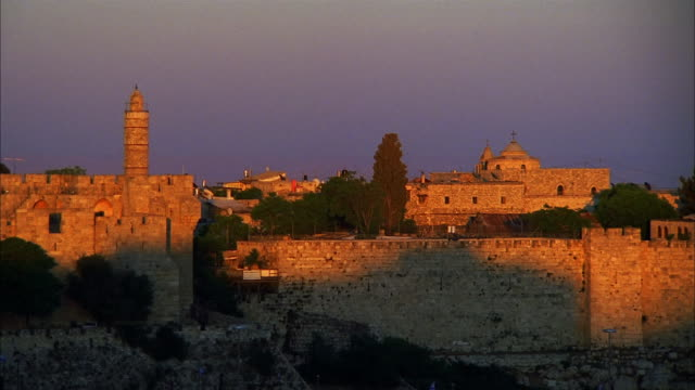 stockvideo's en b-roll-footage met t/l, ms tower of david and surrounding wall, jerusalem, israel - oude stad
