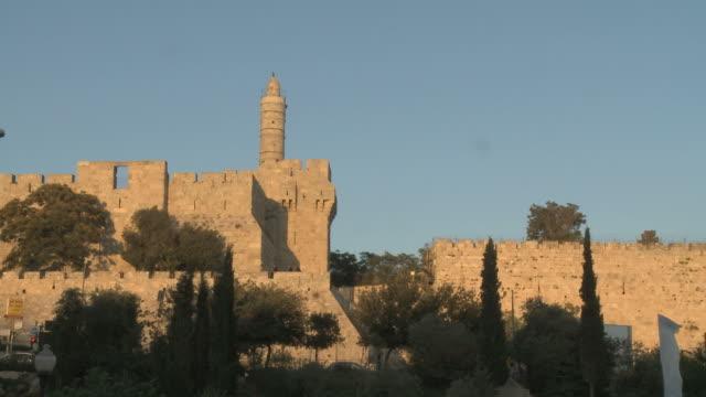 vídeos de stock, filmes e b-roll de ws tower of david / jerusalem, israel - jerusalém