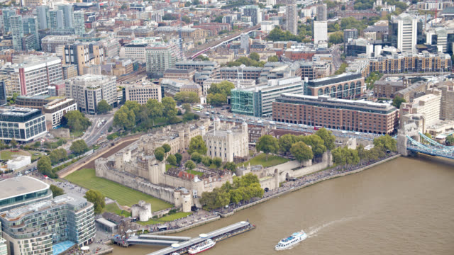 tower of london. aerial view. - tower of london stock videos & royalty-free footage