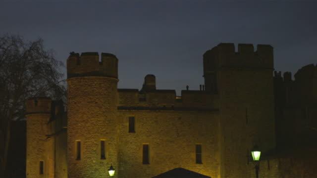 ms pan tower of london illuminated at night, london, united kingdom - tower of london stock videos and b-roll footage
