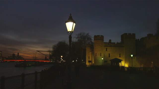 ws pan tower of london illuminated at night, london, united kingdom - tower of london stock videos and b-roll footage