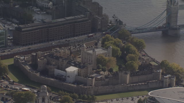 tower of london overview by helicopter - tower of london stock videos & royalty-free footage