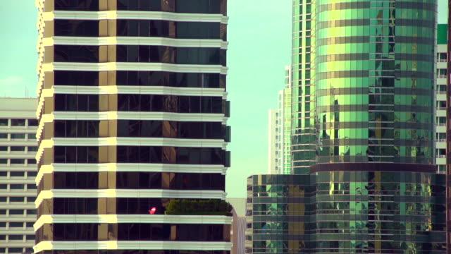 tower reflexion - fensterfront stock-videos und b-roll-filmmaterial