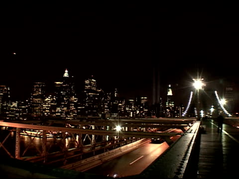 stockvideo's en b-roll-footage met towers of light tribute shot from brooklyn bridge w/ traffic traveling on; bridge, brooklyn promenade from base of bridge, march 2002. ferry moving... - mens gemaakte bouwwerken