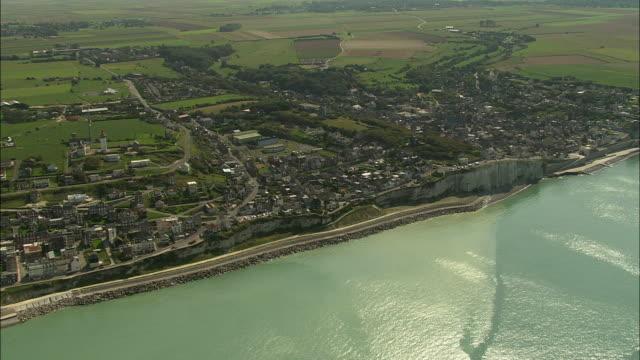 vidéos et rushes de aerial, town along coastline, ault, picardie, france - bras de mer mer