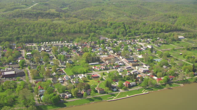 vídeos y material grabado en eventos de stock de ws aerial town and ohio river / augusta, kentucky, united states - río ohio