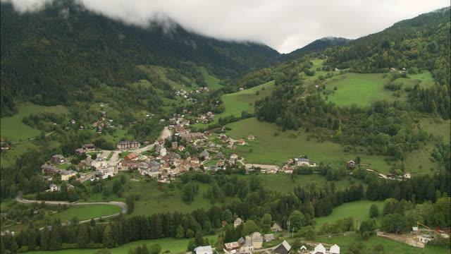 vidéos et rushes de aerial ws town and valley landscape in chartreuse mountains / saint-pierre-de-chartreuse, isere, france - vallée