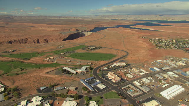 ws aerial town buildings and approach glen canyon dam / page, arizona, united states  - glen canyon staudamm stock-videos und b-roll-filmmaterial