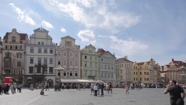 town hall clock tower on old town square, prague, czech republic, europe - プラハ旧市庁舎点の映像素材/bロール