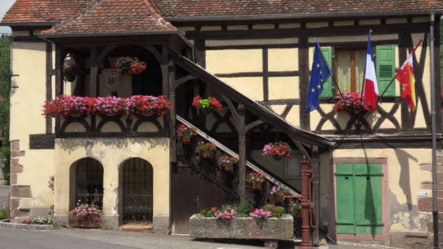 town hall, half-timbered house in medieval village - water pump stock videos & royalty-free footage